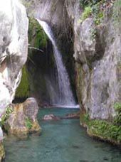 Castell de Guadalest (el): Waterfall in Fuentes de Algar